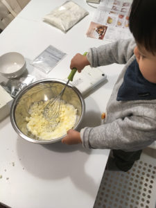 魔の2歳児のヘクセンハウス作り