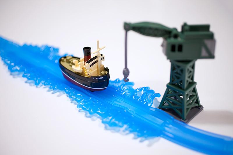 カプセルプラレール きかんしゃトーマス チャオ!とんでうたってディスカバリー!!編「タグボート」を水レールとクランキーと組んでみた