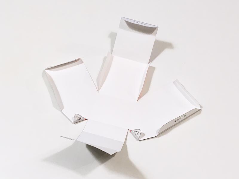 とれたんずのペーパークラフト「こまちちゃん」と「はやぶさくん」を連結できるようにしてみた 紙の折れ線を全て山折りに折る