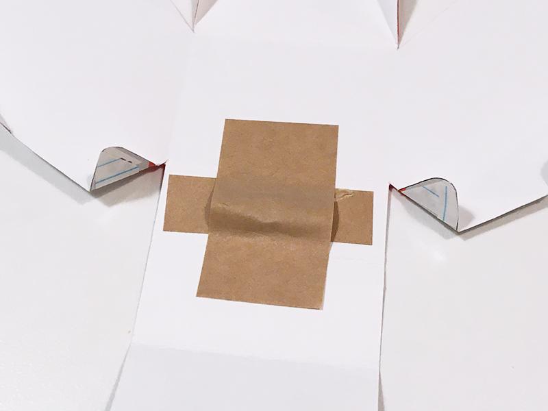 とれたんずのペーパークラフト「こまちちゃん」と「はやぶさくん」を連結できるようにしてみた 後方の連結用マグネットを付ける