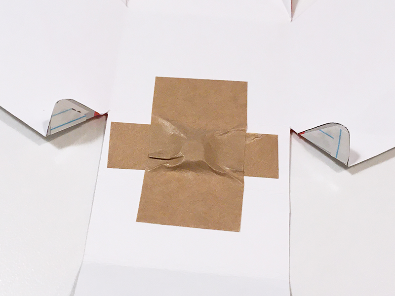 とれたんずのペーパークラフト「こまちちゃん」と「はやぶさくん」を連結できるようにしてみた 前方の連結用マグネットを付ける