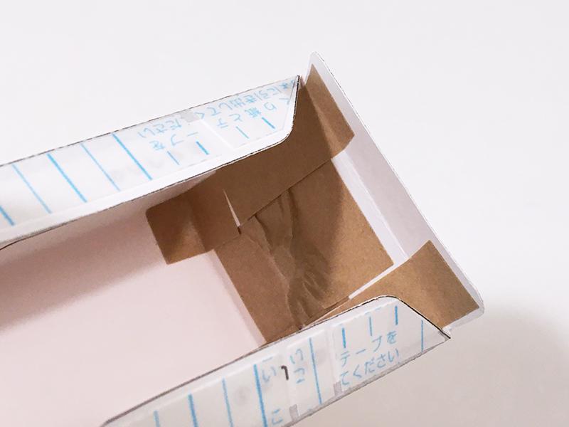 とれたんずのペーパークラフト「こまちちゃん」と「はやぶさくん」を連結できるようにしてみた 両面テープを剥がし底面を留める