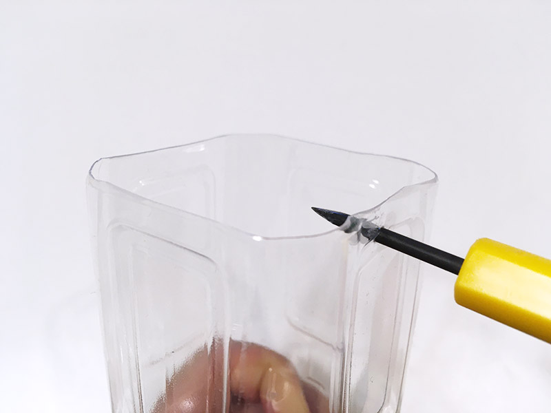 石炭ホッパーの手作りおもちゃ 作り方 ペットボトルに穴を開ける