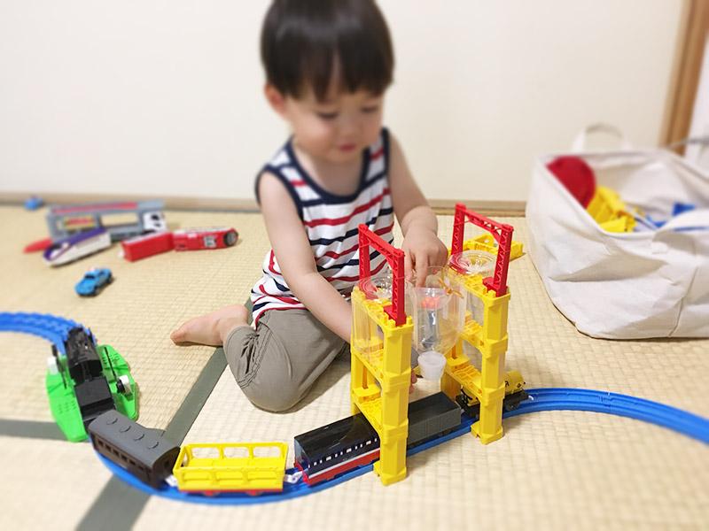 石炭ホッパーの手作りおもちゃ 作り方 プラレールにセッティングして2歳児と遊んでみる