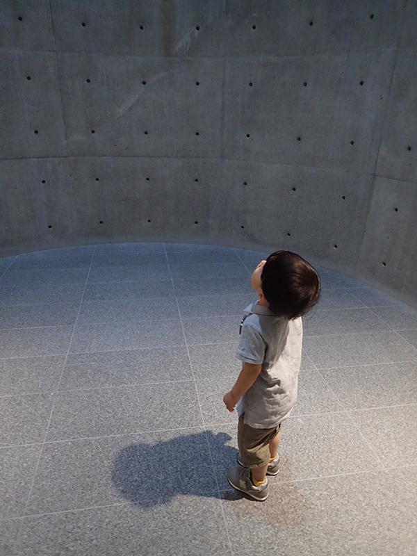 【大阪お出かけ】新しい図書館「こども本の森 中之島」1階 休憩室