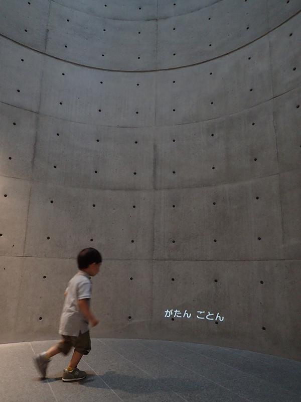 【大阪お出かけ】新しい図書館「こども本の森 中之島」1階 休憩室「がたんごとんがたんごとん」