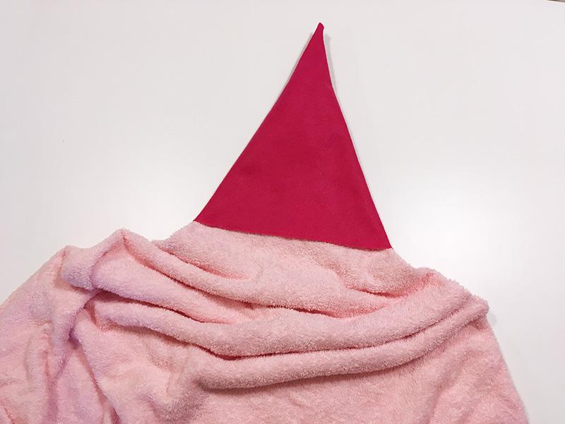 【2歳児の寝かしつけに】「いないいないばあっ!」のモウフーの作り方 モウフーの帽子を作る タオルに被せてみる