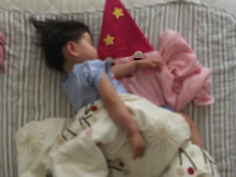 【2歳児の寝かしつけに】「いないいないばあっ!」のモウフーの作り方 2歳男子、モウフーと一緒に寝てみる