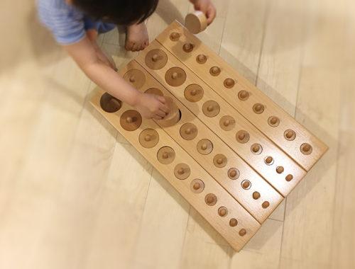 【感想】円柱さし(10穴4台)を年齢2歳10ヶ月にかなりテキトーに提示してみた