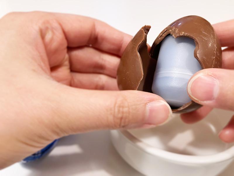 【西松屋購入品】パウパトロールのZaini製チョコエッグ チョコを割る