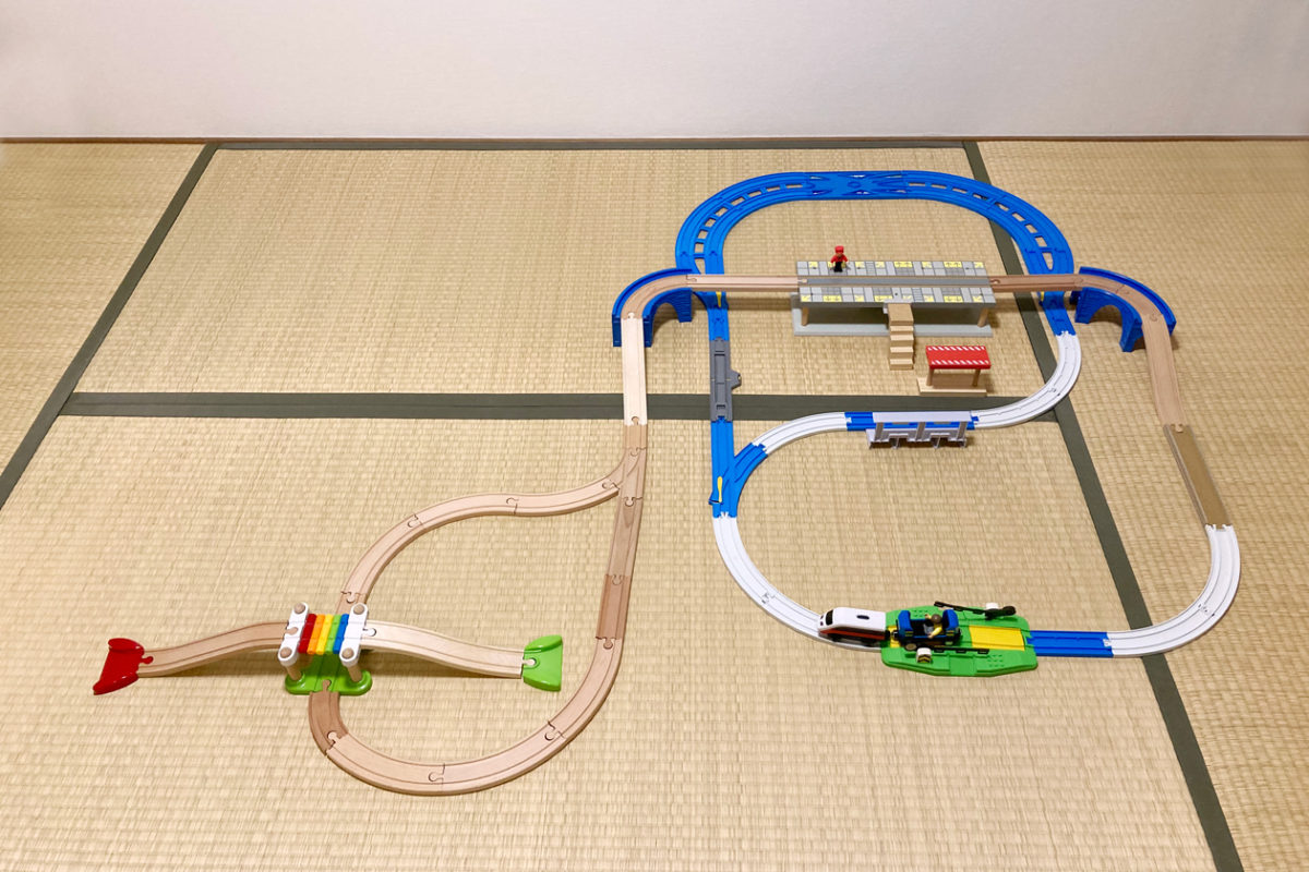 【簡単工作】プラレールと木製レールの自作アジャスターレールを使ったレイアウト