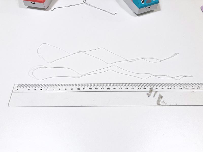 【簡単工作】とれたんずのペーパークラフトでモビール自作してみた 糸を切って輪にする