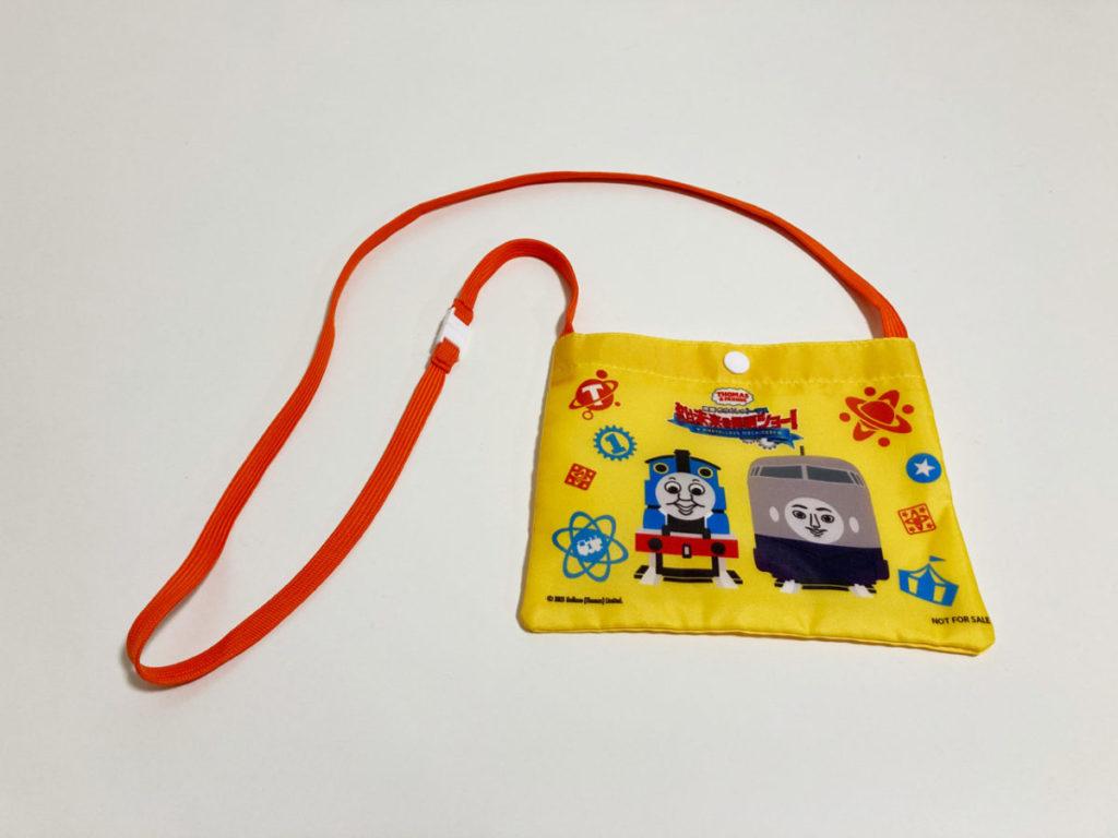 『映画きかんしゃトーマス おいでよ!未来の発明ショー』ムビチケカード前売り特典つきトーマスとケンジのサコッシュバッグ