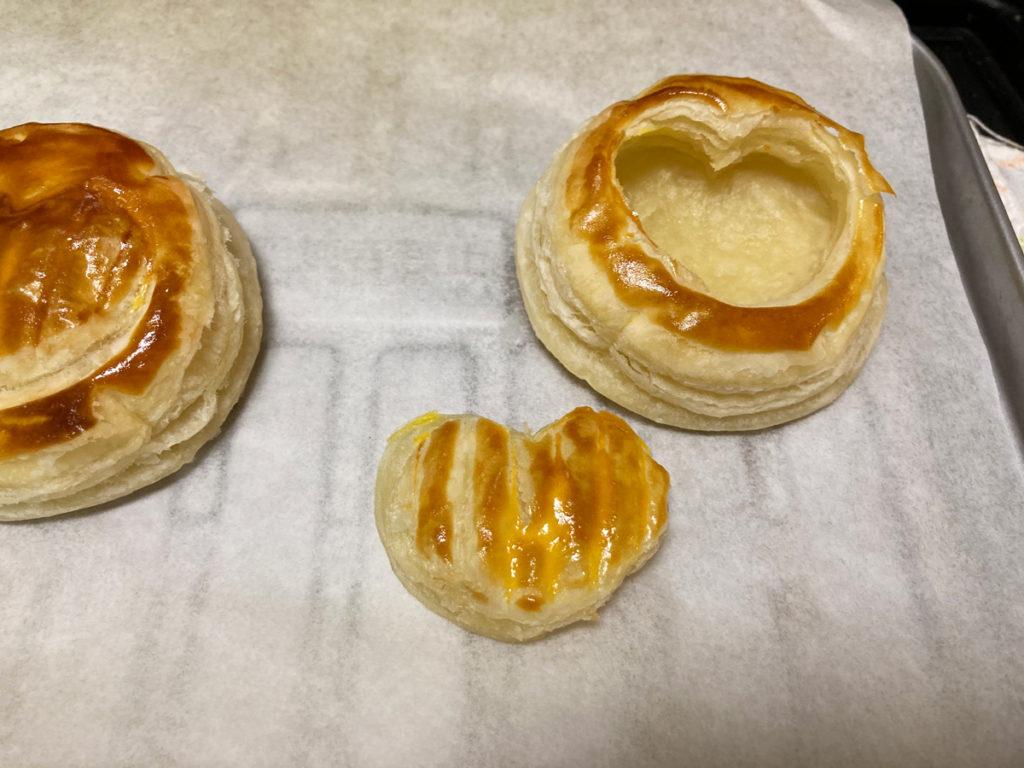 ダイソー購入品 製菓用品レシピ付き 世界のおやつ フランス「ポワソン・ダブリル」パイの作り方 型抜きしたパイシートを重ねてトースターで焼き途中でハートをくり抜く