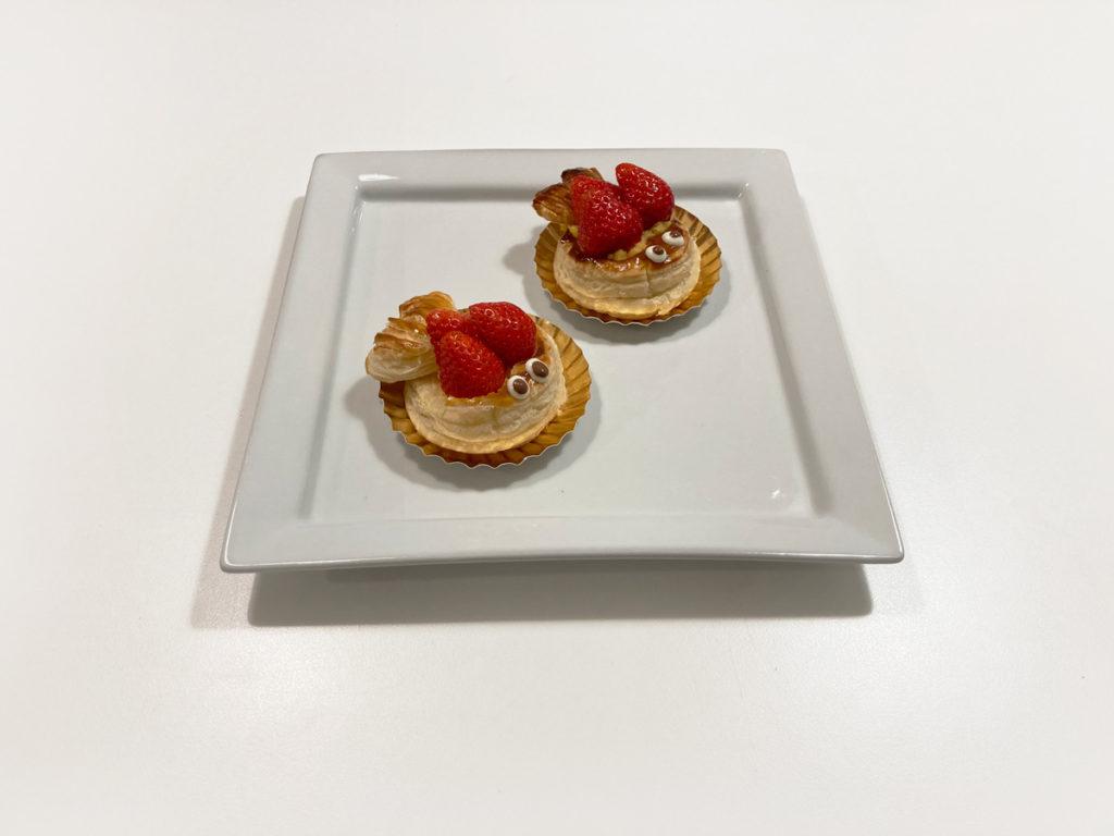 ダイソー購入品 製菓用品レシピ付き 世界のおやつ フランス「ポワソン・ダブリル」付属の紙皿に乗せて完成