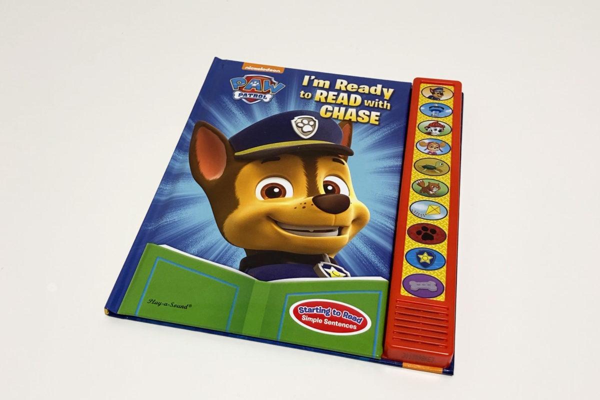 アマゾンで購入したパウパトロールの音が出る英語絵本Nickelodeon Paw Patrol: I'm Ready to Read with Chase (Play-A-Sound)