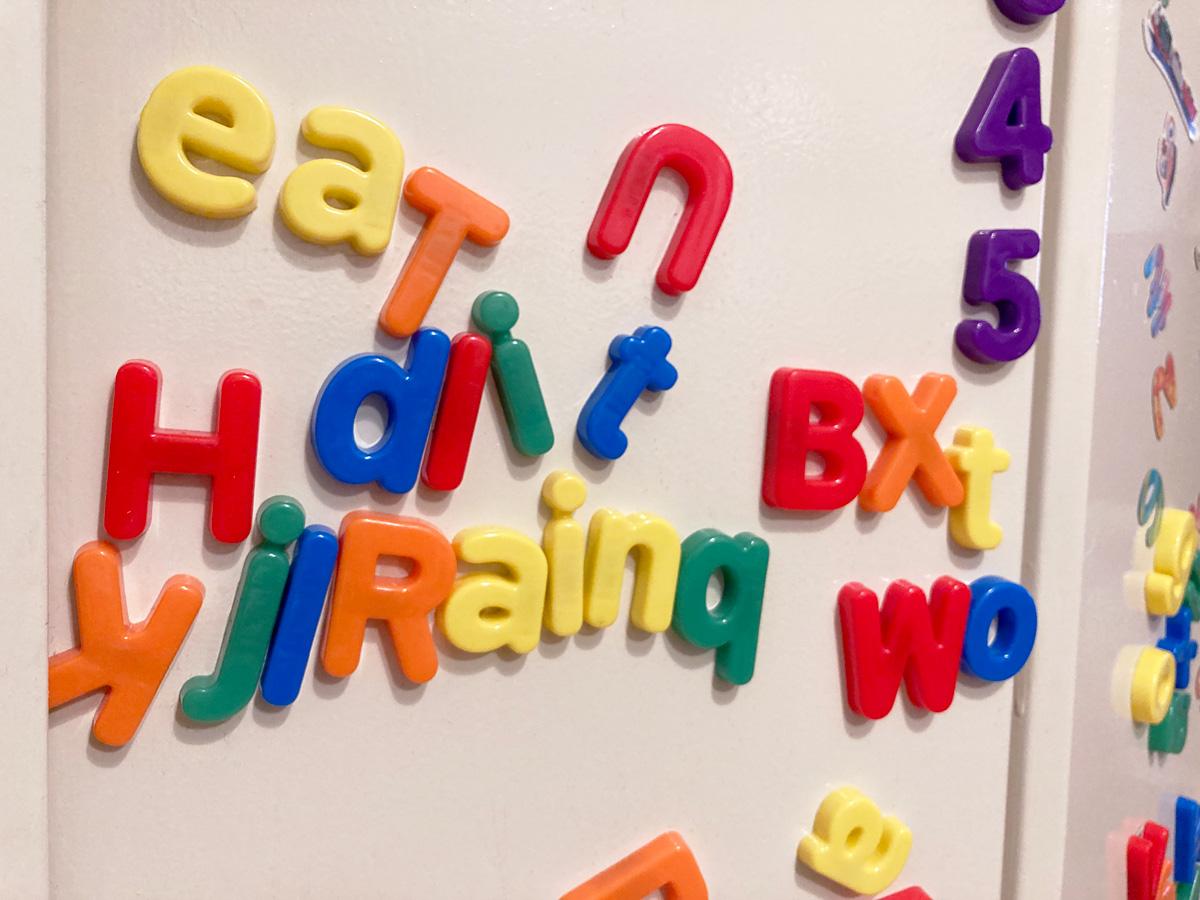 フォニックス始めてみて1年超、現在の3歳児の様子 よく遊んでいるアルファベットのマグネット